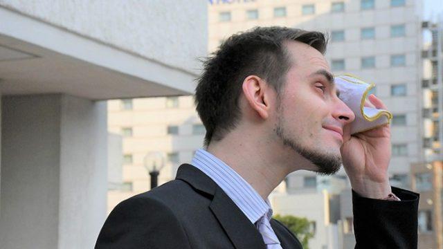 悩める脂性肌の男性に捧ぐ!顔・鼻のテカリ改善でオイリー肌メンズを脱却する方法